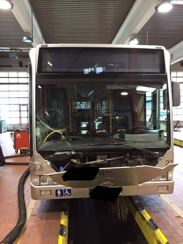 Frontscheibe-Bus