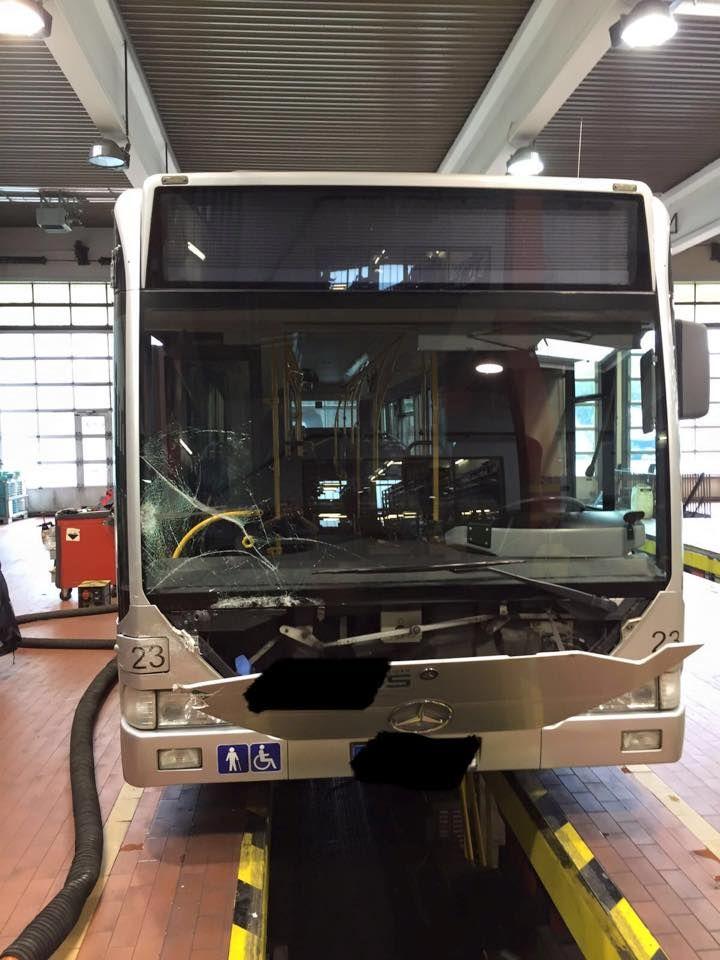 Bus-Frontscheibenwechsel